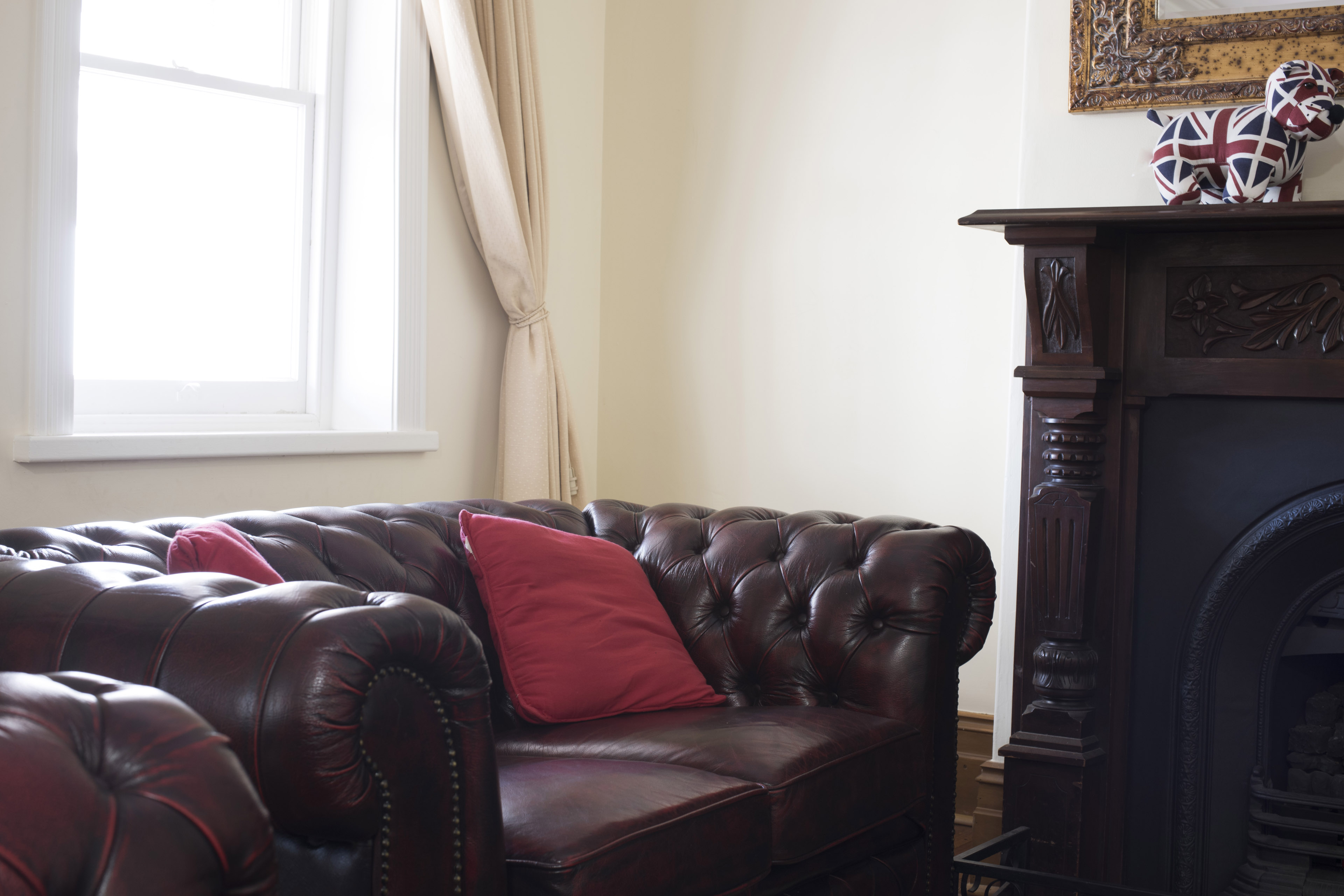 Image of leather Chesterfield armchair   Freebie.Photography