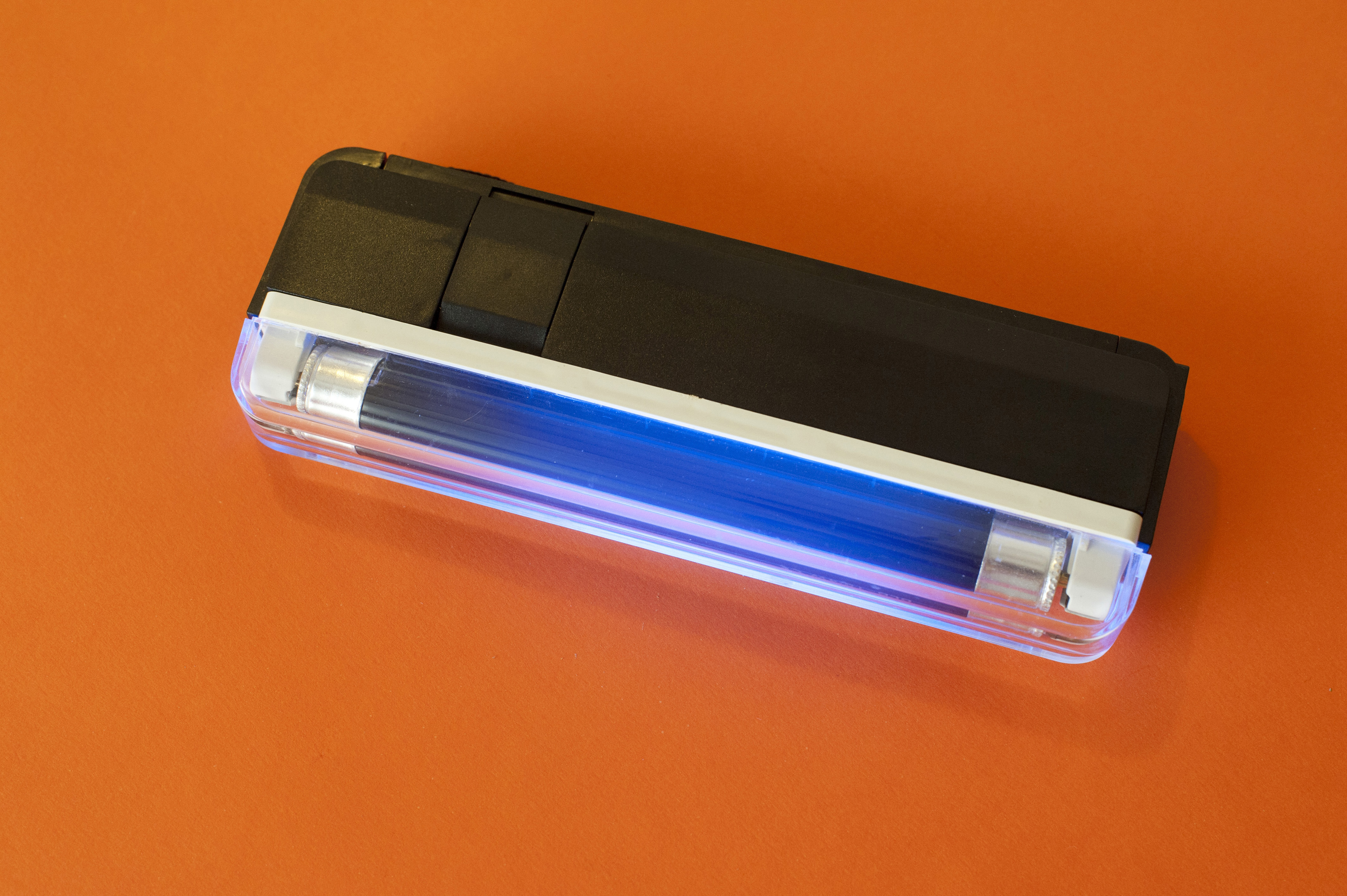 UV lamp with an ultraviolet tube emitting electromagnetic radiation between 4 and 400nm used to detect fluorescence from pathogens or in security from special marker inks